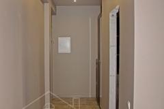 Чистовой электромонтаж в коридоре