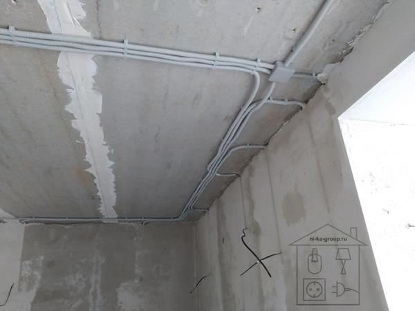 Разводка электрических линий по потолку, вывод под бра