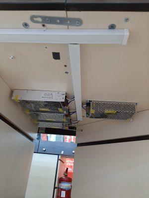 Накладной монтаж для подсветки витрин, подключение  блоков питания