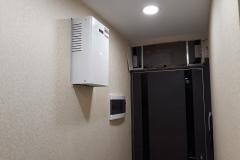 Перенос щитка из ниши над дверью в зону свободного доступа и обслуживания, монтаж стабилизатора в стену